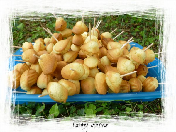 Brochettes de mini madeleines