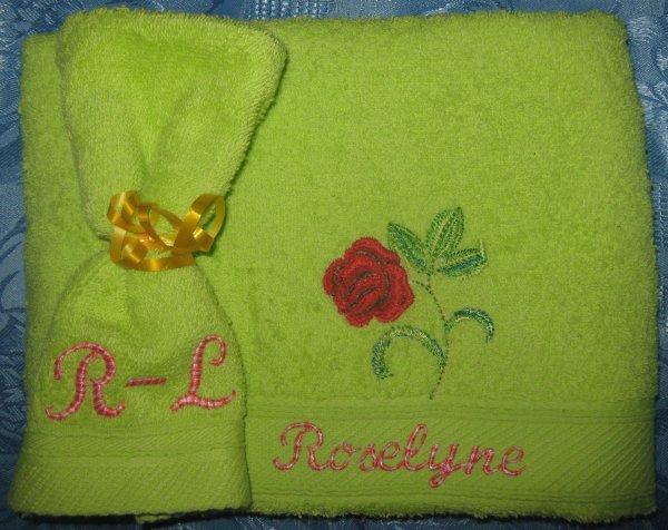 DOUCEUR DE LA ROSE BRODEE ( COMMANDE DE MON AMIE RLYNE )