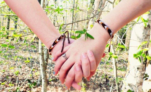 Nos mains :') ( A Carole et moi )