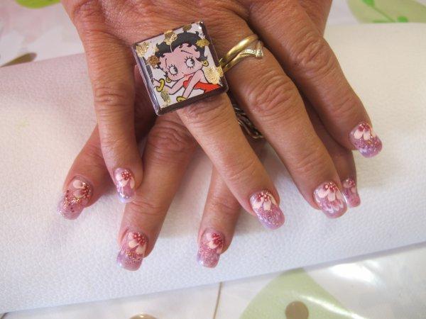 sur les doigts d anne marie.....