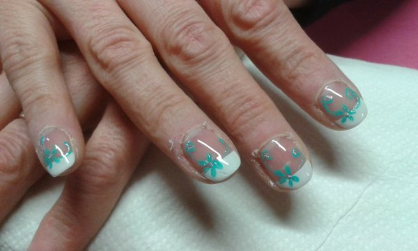 Deco turquoise sur ongles naturels styliste ongulaire for Comdecoration pour ongles naturel