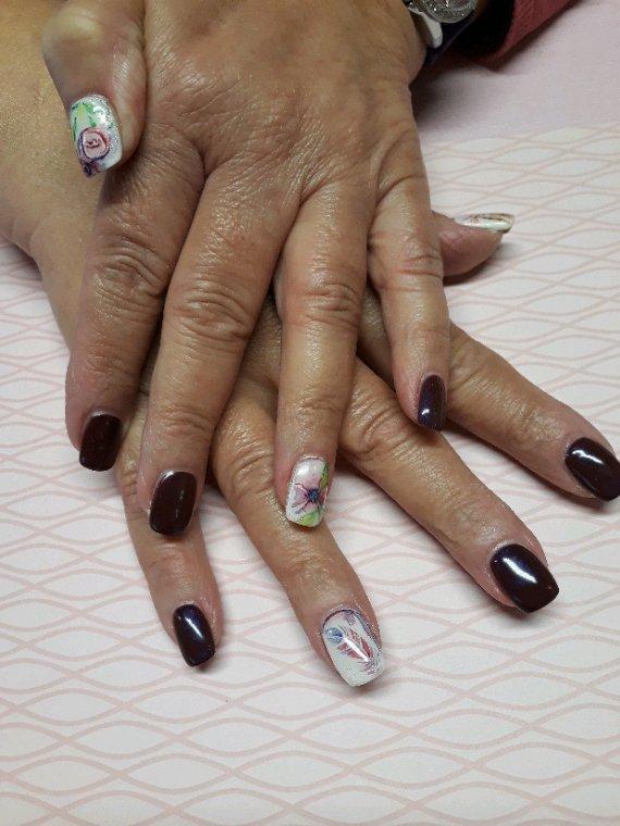Aquarelle nail art peint a la main