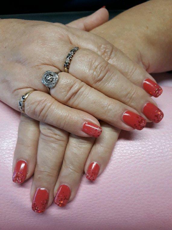 Simplicite rouge et paillettes