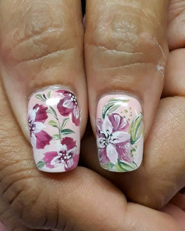 Fleuri sur degrade rose en gelUV