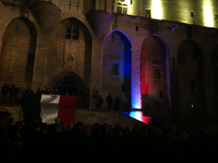Avignon rassemblement au Palais des Papes Attentats du Vendredi 13 Novembre 2015