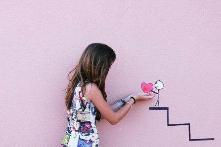 L'art de la vie consiste à cacher aux personnes  les plus chères la joie que l'on a à être avec elles, sinon on les perd.