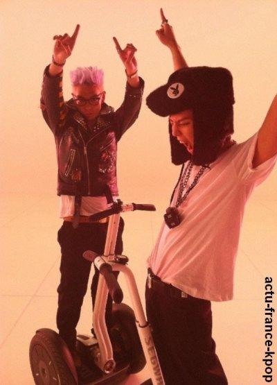 """G-Dragon et TOP sur le tournage d'un nouveau MV :P / Après leur débuts avec le MV de High High, le duo G-Dragon et TOP du groupe Big Bang ne compte pas s'arrêter là,et oui  il y a quelques heures, G-Dragon a écrit sur son me2day accompagné d'une photo du teaser :  """"Le tournage d'aujourd'hui du MV est fini !"""".  Nous auront donc droit à un second MV.(Y)"""