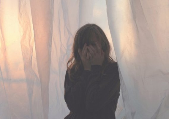 Les larmes sont un don. Souvent les pleurs, après l'erreur ou l'abandon, raniment nos forces brisées.