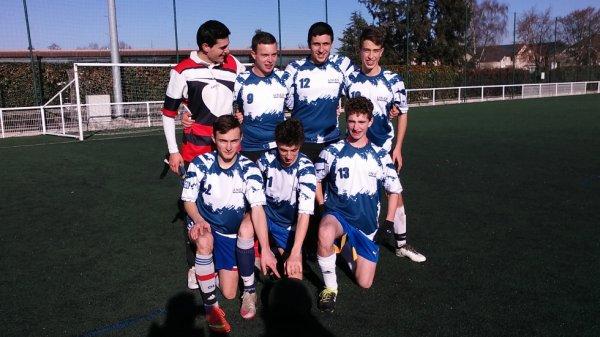 Une équipe junior de foot à 7 ...
