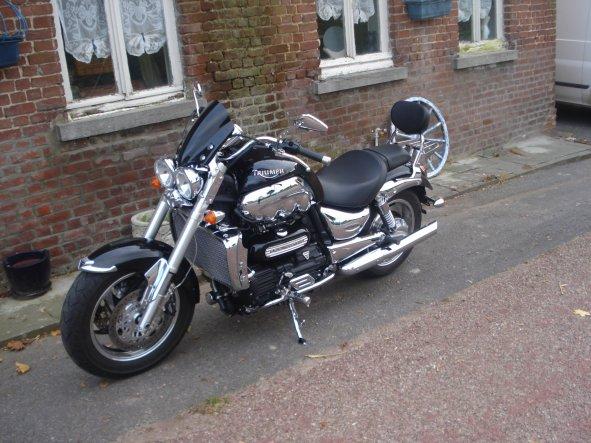 ma moto une triumpf 2300 CC