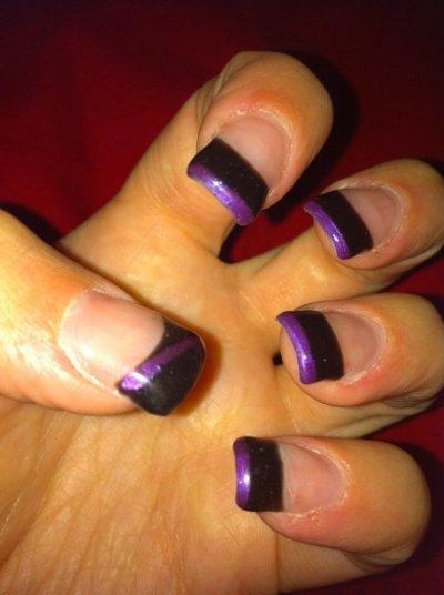 french noire avec liseré violet