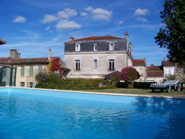 Chambres d'hôtes en Dordogne dans leur bel hôtel particulier...