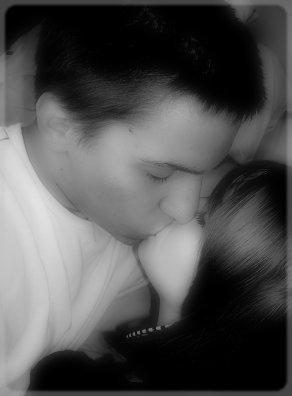 . Je suis tellement bien dans ses bras ... =) .