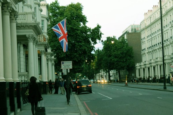 """. .  Serie #11 : """"Well I've never been to England, but I kind of like the Beatles."""" Hoyt Axton  . ."""