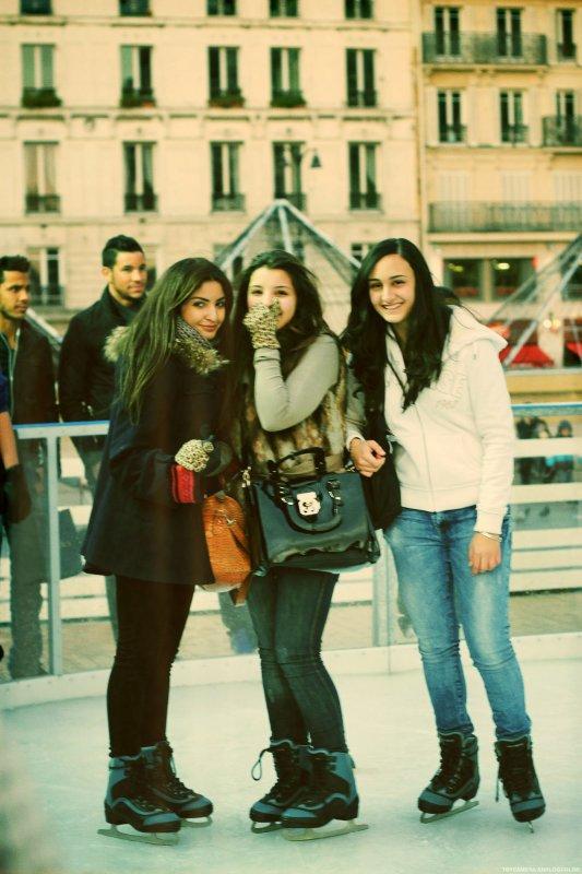 . .  Serie #12 : Secrets travel fast in Paris. . .