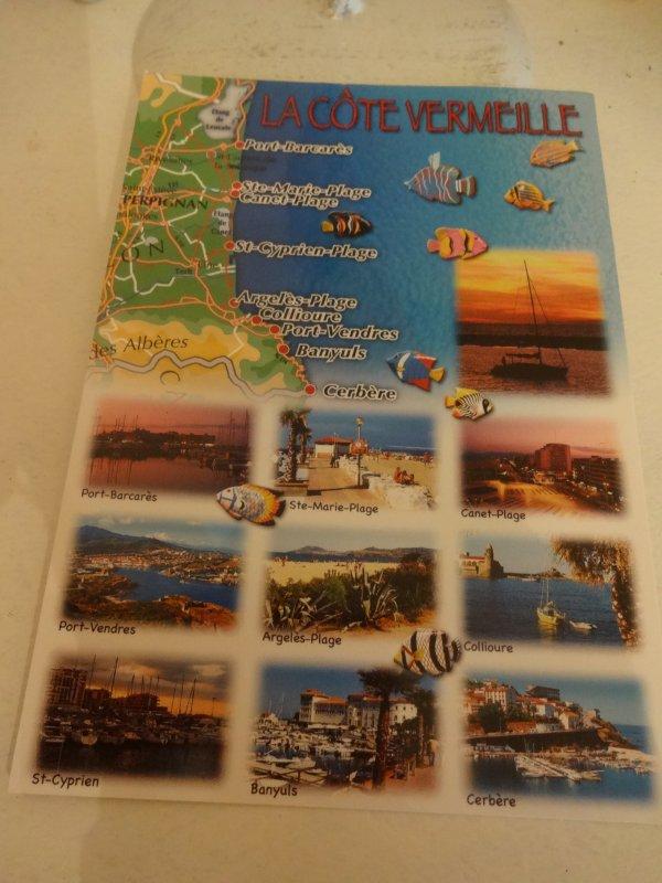 un cadeau et une carte recue de mon lieu de vacances lol