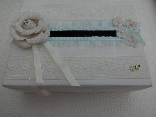 une des deux boites faites pour le mariage en octobre