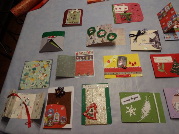 les cartes faites ....déjà sous enveloppes pretes à partir  famille amis et copinettes;..