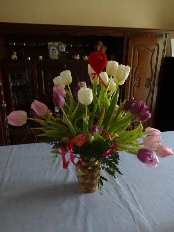 bouquet pour la st valentin   bon je l'ai recu avant   mais quand on aime c'est pas une journée par an lol..