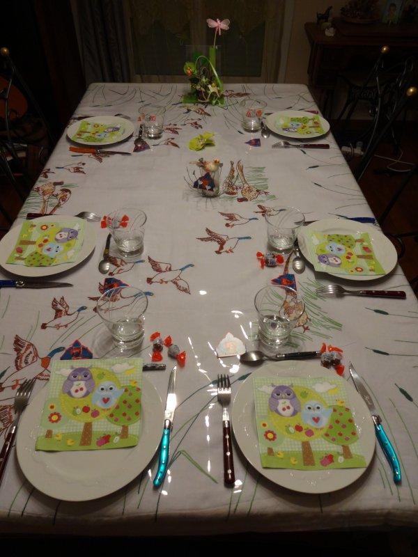 ma table de dimanche et mes gateaux ....et de la déco