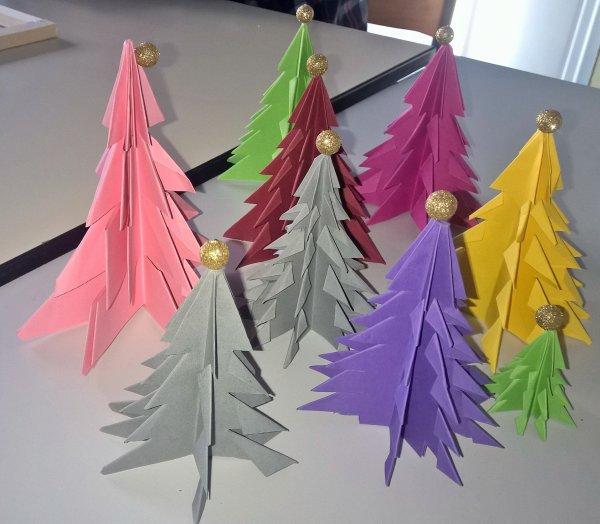 mon fils a fait de l'origami ...  le sapin mauve est le sien
