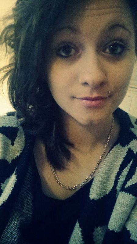 Je suis pas la plus belle, n'y la plus parfaite, mais droite et honnête a mes valeurs t'inquiète ;)