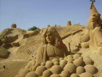 visite au Portugal, statues faites avec du sable, en bas ma soeur et le beau-frère qui ont tout quitté pour cet endroit