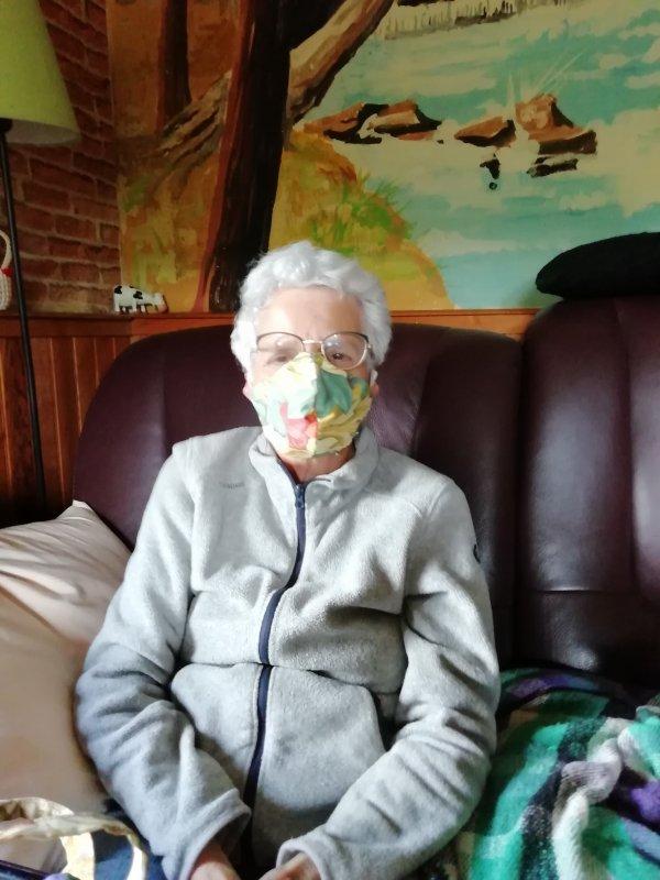 masque fait par mes petites mains plus du désinfectant pour maison