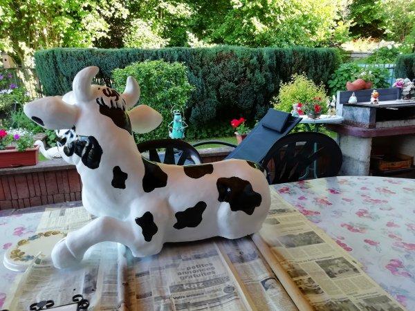 avec mes petits mains j'ai refait la peinture sur ma vache c'était pas facile a faire