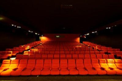 << Le cinéma, c'est un oeil ouvert sur le monde. >>  Inscris-toi à la newsletter =)