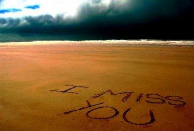Tes yeux ,tes lèvres,ton sourire,jt'e jure de loin ca m'fait souffrir.