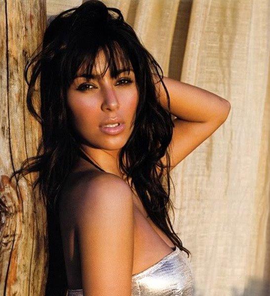 """Kim dans In Style Magazine pour l'article """"the Best Celebrity Bikinis of 2010""""  Laisse ton avis"""