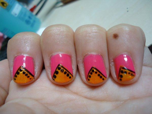 Challenge Day 16 : Tribal print Nail