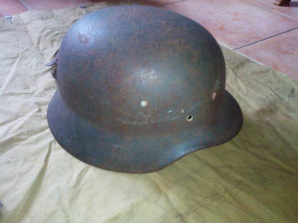Un casque Allemand et un casque Américain .