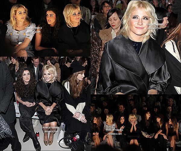 17 Février 2012: Pixie Lott, fan de la mode, a était vue se rendant, dedans et sortant du London Fashion Week.