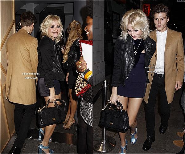 17 Février 2012: Pixie Lott a était vue se rendant á l'after party de la London Fashion Week avec son boyfriend.