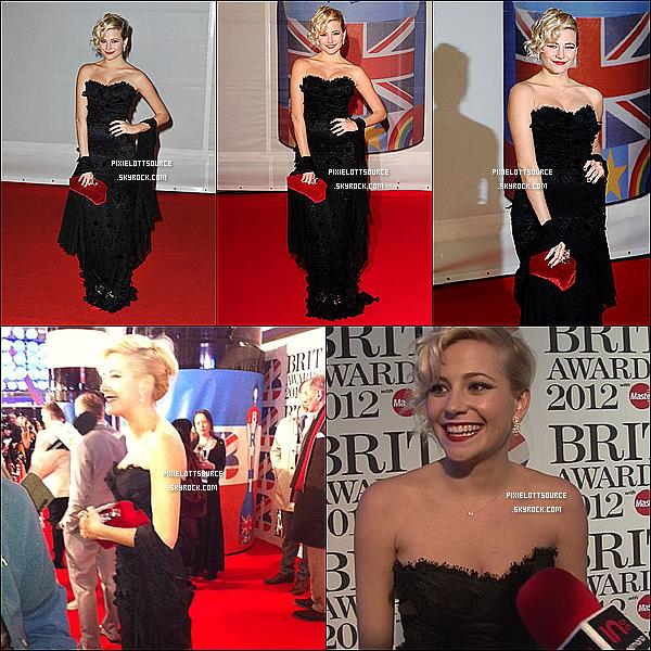 21 Février 2012: Pixie Lott, avec une robe magnifique, était présente aux British Awards 2012 .