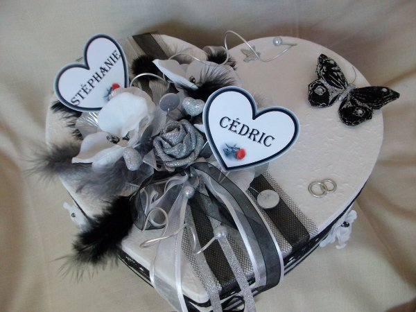Urne mariage blanc noir gris argent la copie n 39 est pas - Comment decorer une corbeille de mariage ...