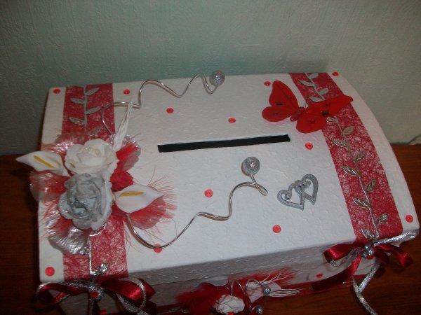 Urne blanc rouge et argent la copie n 39 est pas un art for Decoration urne de mariage