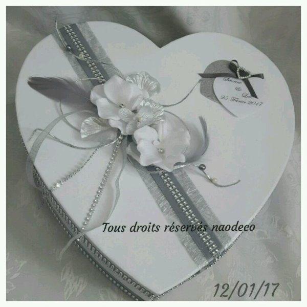 urne de mariage blanche et gris la copie n 39 est pas un art juste le fruit. Black Bedroom Furniture Sets. Home Design Ideas