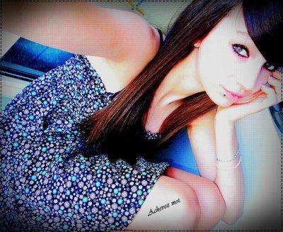 ~ Comme une petite fille qui pense qu'en masquant son visage , elle se rend invisible ♥