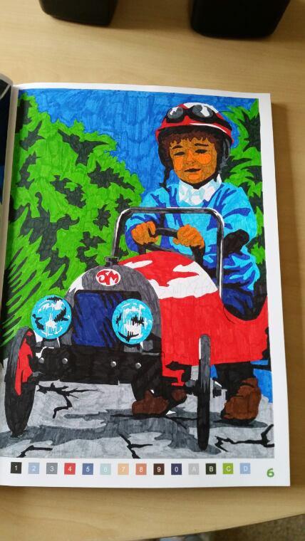 Le garçon et sa petite voiture