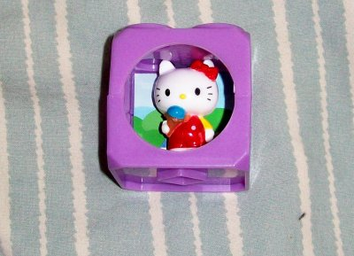 cube kitty et figurine