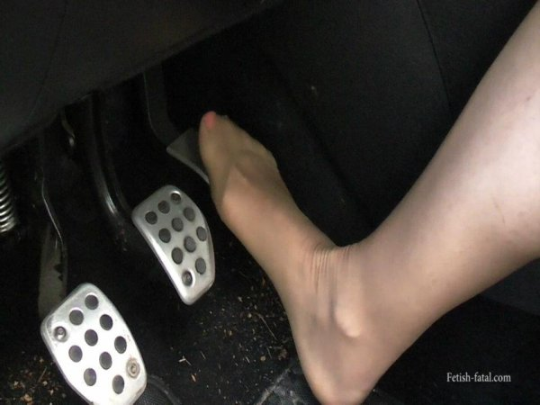 mon   ex   femme  dans  sa voiture  et en collant chair