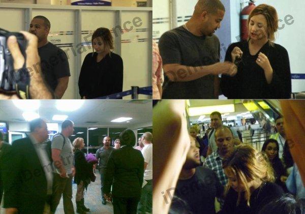 11.04.12 Demi Lovato a été aperçue à l'aéroport de Panama.