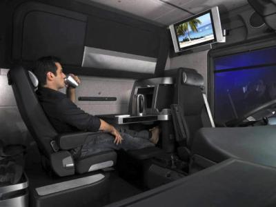 Renault magnum vega int rieur blog des camion et des bus for Camion americain interieur cabine