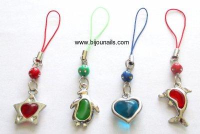 Idée cadeau , lot 4 bijoux de portable www.bijounails.com