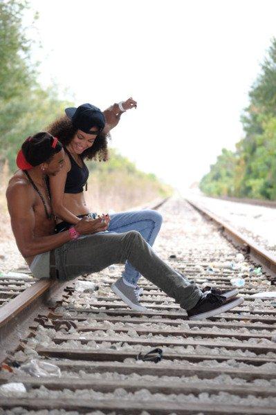 SHANONE -SON / HOW DiT MOi QOMEN FAi TU TA lE REGARD QUi TUE TA LE SOURiRE QUi TU NOTRE LOVE FO QUiL DURE (2011)