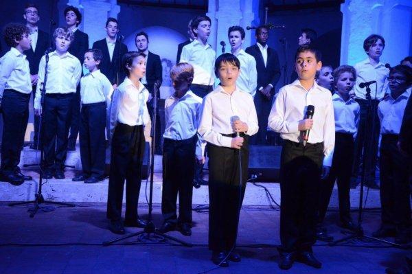 Les Petits Chanteurs d'Asnières & les POPPYS -  Concert Dangeau 28/05/2016