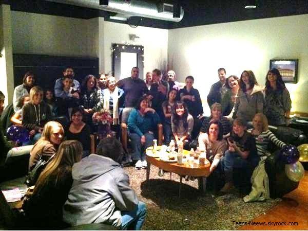 Selena Gomez a postée une nouvelle photo personnelle avec toute sa famille sur Twitter.